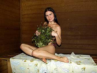 Фото в бани девушки с вениками фото 353-944